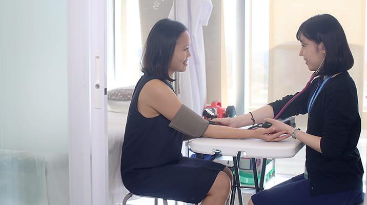 ロールプレイで実践的な臨床英会話を習得