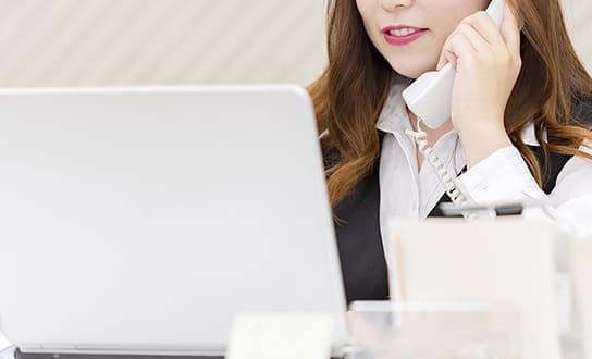 航空券の購入、海外保険の契約