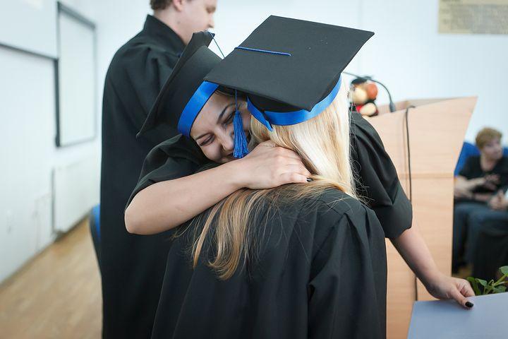 【卒業式】今後世界に羽ばたく卒業生を、盛大に送り出しました。