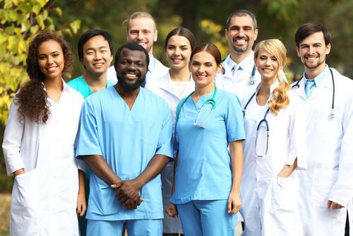 国際看護師とは?働ける国や資格、給料を徹底解説!